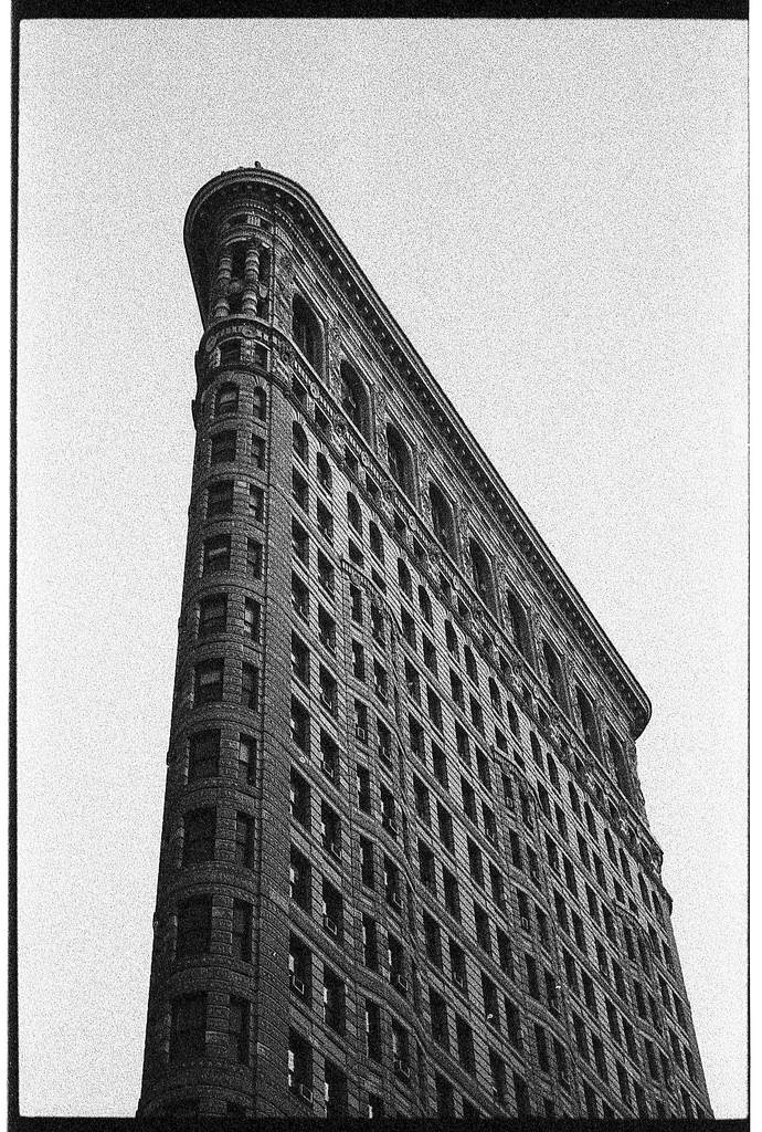 Flatiron Building New York City Leica M6 TTL 90mm Summicron Ilford Delta 3200  black and white film photography Johnny Martyr